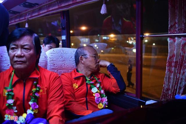 Thủ tướng Nguyễn Xuân Phúc chúc mừng HLV Park Hang-seo, Mai Đức Chung và toàn thể các cầu thủ vàng của bóng đá Việt Nam - Ảnh 10.
