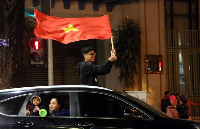 Giải cơn khát suốt 60 năm SEA Games, Hà Nội một đêm không ngủ - Ảnh 3.