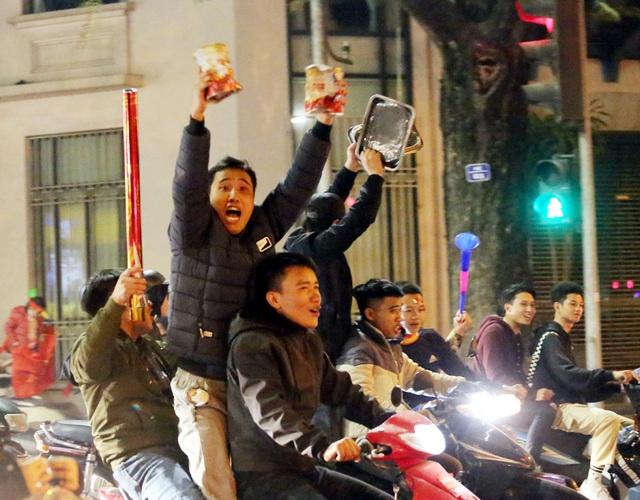 Giải cơn khát suốt 60 năm SEA Games, Hà Nội một đêm không ngủ - Ảnh 5.