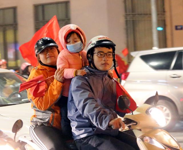 Giải cơn khát suốt 60 năm SEA Games, Hà Nội một đêm không ngủ - Ảnh 9.