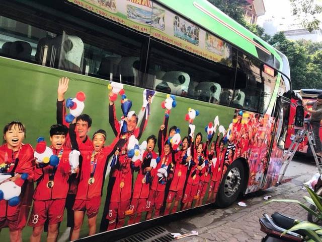 Thủ tướng Nguyễn Xuân Phúc chúc mừng HLV Park Hang-seo, Mai Đức Chung và toàn thể các cầu thủ vàng của bóng đá Việt Nam - Ảnh 44.