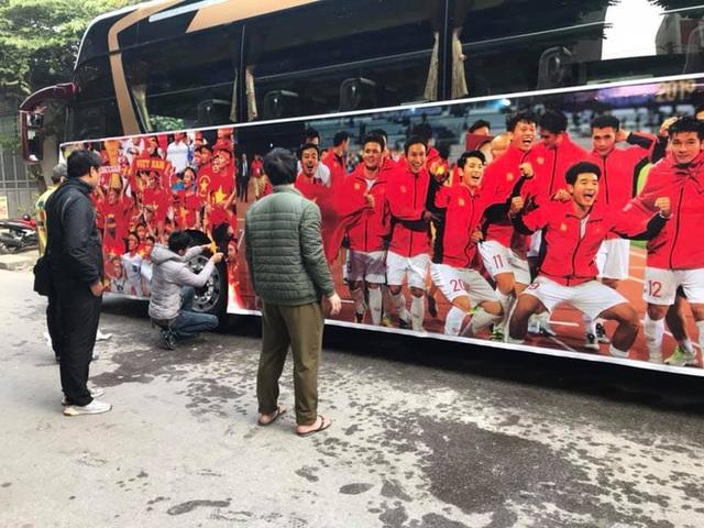 Thủ tướng Nguyễn Xuân Phúc chúc mừng HLV Park Hang-seo, Mai Đức Chung và toàn thể các cầu thủ vàng của bóng đá Việt Nam - Ảnh 43.