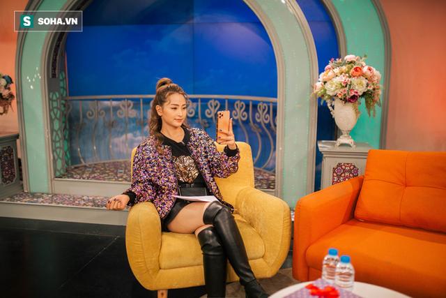 Cuộc sống bị mẹ rao bán của MC xinh đẹp VTV không được dùng tên thật khi lên sóng - Ảnh 23.