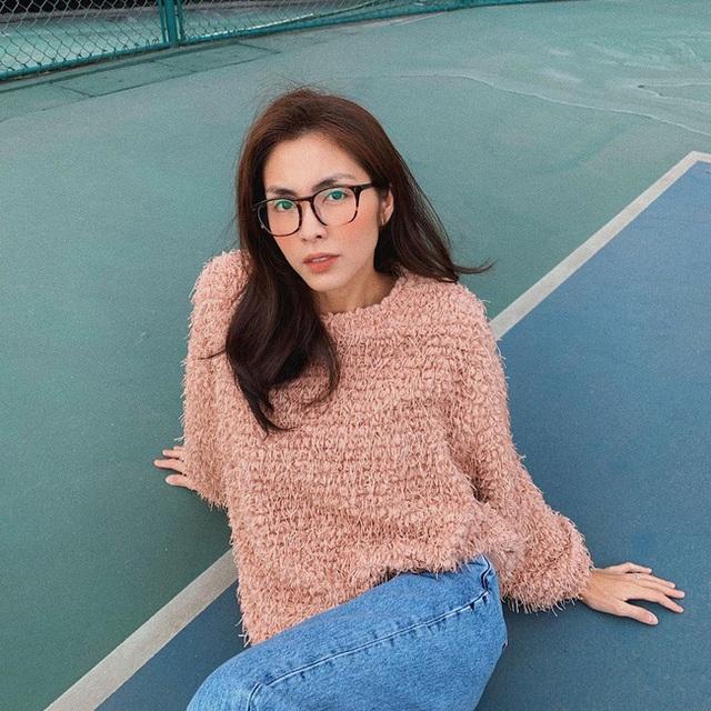 Mặc lại áo cũ, Hà Tăng mix đồ khéo quá nên trẻ ra cả chục tuổi, netizen tưởng là cô sinh viên đại học nào - Ảnh 6.