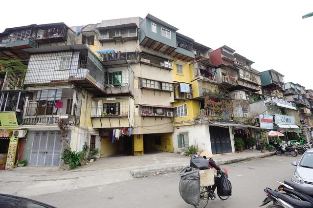 """Cải tạo, xây mới tập thể cũ tại Hà Nội: Vì sao dân chấp nhận """"sống trong sợ hãi""""? - Ảnh 1."""