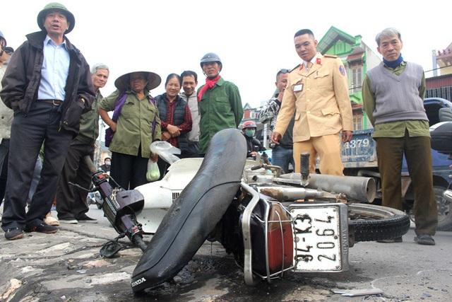 Hải Dương: Phát hiện xe máy nằm dưới mương nước nhưng không thấy nạn nhân - Ảnh 6.