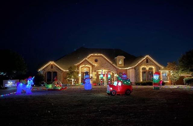 Ca sĩ Hồng Ngọc mạnh tay chi tiền mua đồ trang trí nhà lung linh như thiên đường dịp Giáng sinh - Ảnh 1.