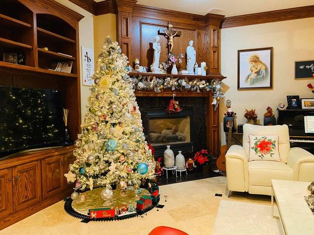 Ca sĩ Hồng Ngọc mạnh tay chi tiền mua đồ trang trí nhà lung linh như thiên đường dịp Giáng sinh - Ảnh 3.