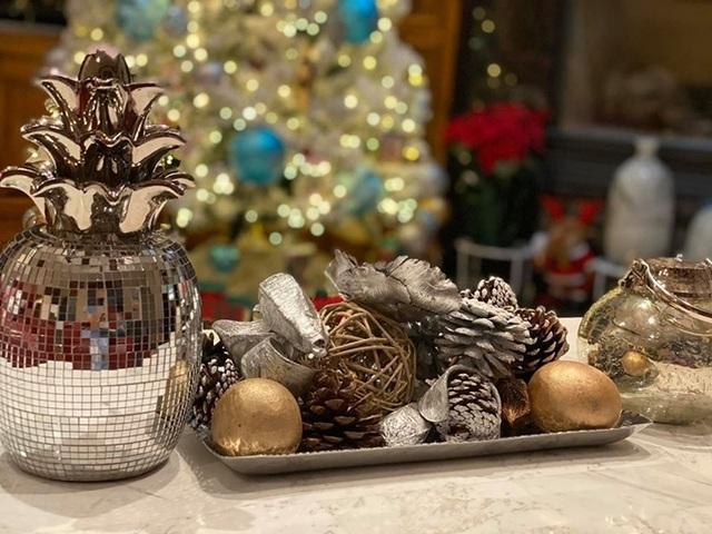 Ca sĩ Hồng Ngọc mạnh tay chi tiền mua đồ trang trí nhà lung linh như thiên đường dịp Giáng sinh - Ảnh 6.