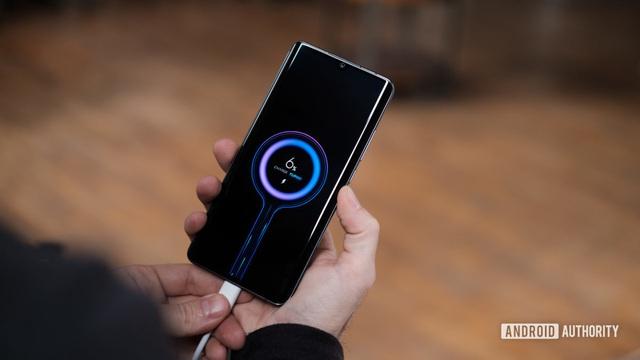 4 nguyên nhân khiến điện thoại sụt pin quá nhanh - Ảnh 1.
