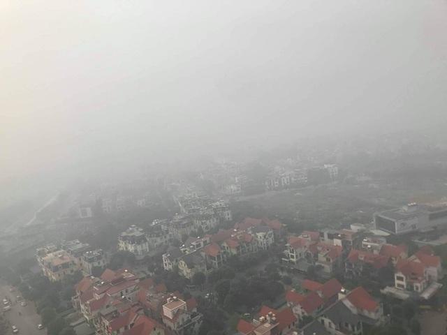 Hà Nội: Sương mù bao phủ từ sáng sớm khiến người dân lo ngại đến sức khỏe - Ảnh 7.