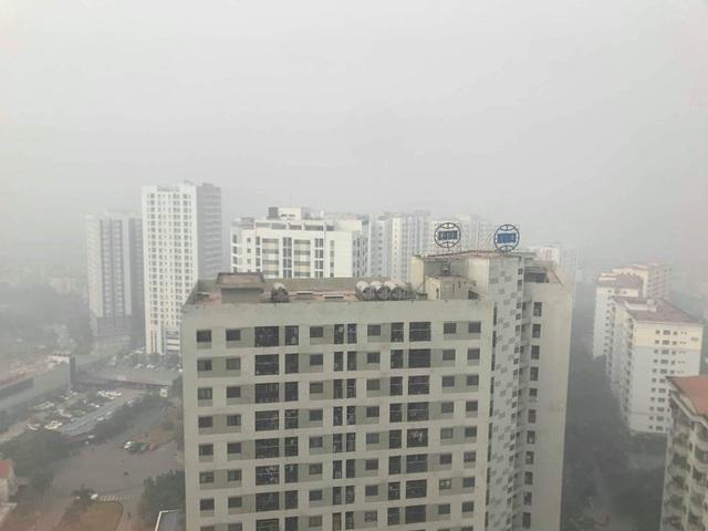 Hà Nội: Sương mù bao phủ từ sáng sớm khiến người dân lo ngại đến sức khỏe - Ảnh 8.