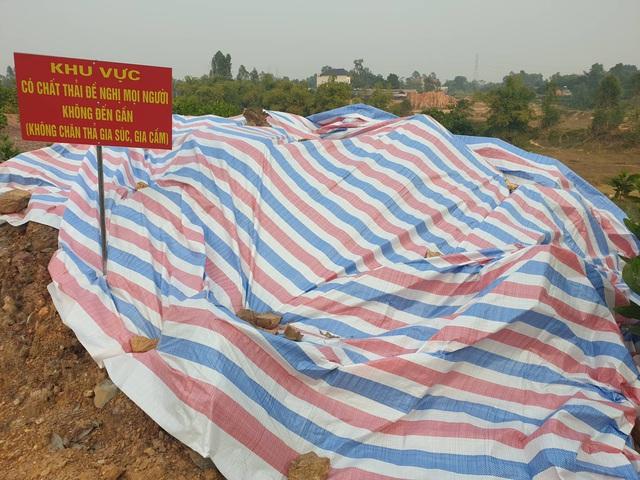 Cận cảnh những hố sâu khổng lồ chôn chất thải độc hại ở Sóc Sơn - Ảnh 7.