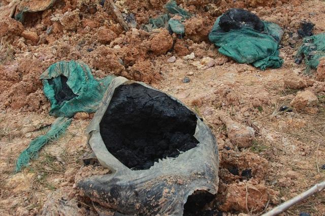 Cận cảnh những hố sâu khổng lồ chôn chất thải độc hại ở Sóc Sơn - Ảnh 5.
