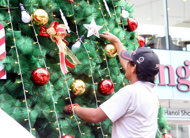 Hà Nội ngập tràn không khí Giáng sinh, giới trẻ đổ xô đến Hàng Mã check-in - Ảnh 9.