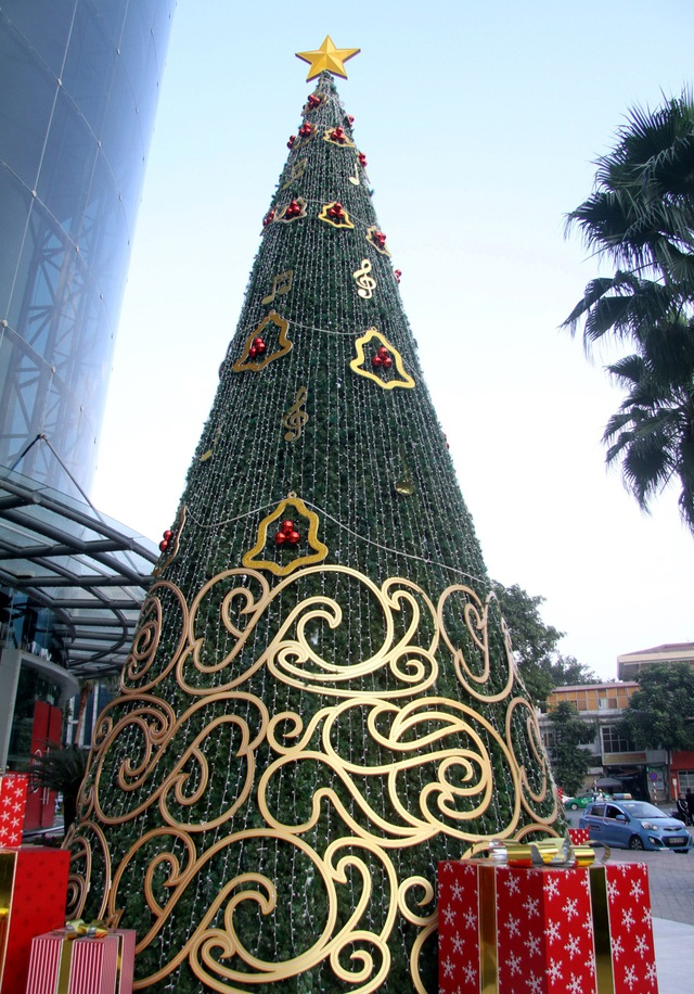 Hà Nội ngập tràn không khí Giáng sinh, giới trẻ đổ xô đến Hàng Mã check-in - Ảnh 10.