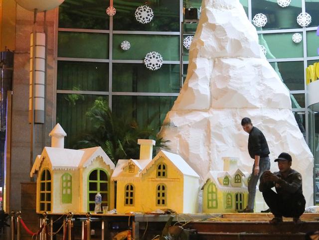 Hà Nội ngập tràn không khí Giáng sinh, giới trẻ đổ xô đến Hàng Mã check-in - Ảnh 11.
