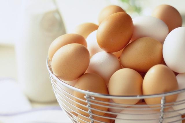 Giải thích cho chị em: Chính xác thì sự khác biệt giữa trứng gà nâu và trắng là gì mà giá cả lại có sự chênh lệch? - Ảnh 3.