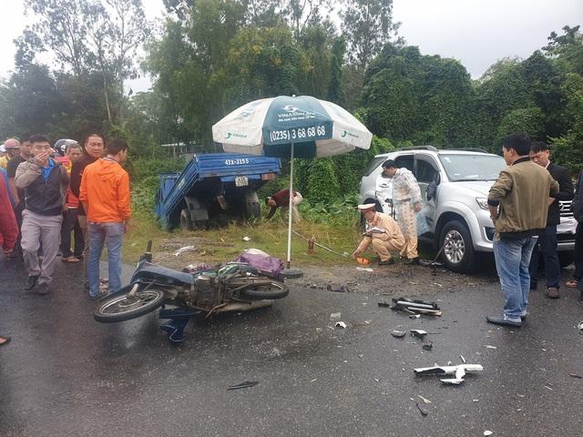 Nam sinh lớp 7 chết thảm trên đường đi học, cha và em nguy kịch sau tai nạn liên hoàn - Ảnh 2.