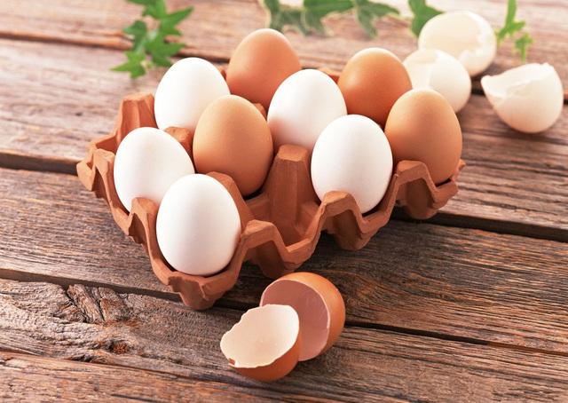 Giải thích cho chị em: Chính xác thì sự khác biệt giữa trứng gà nâu và trắng là gì mà giá cả lại có sự chênh lệch? - Ảnh 4.