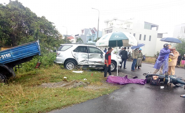 Nam sinh lớp 7 chết thảm trên đường đi học, cha và em nguy kịch sau tai nạn liên hoàn - Ảnh 4.