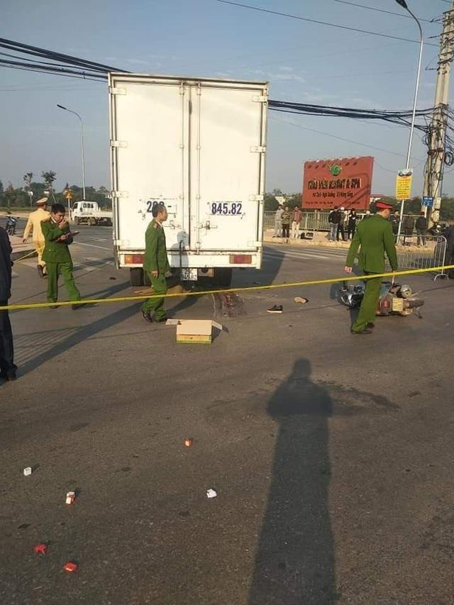 Bàng hoàng mẹ tử vong tại chỗ, con gái bị thương nặng sau khi va chạm với xe tải - Ảnh 2.