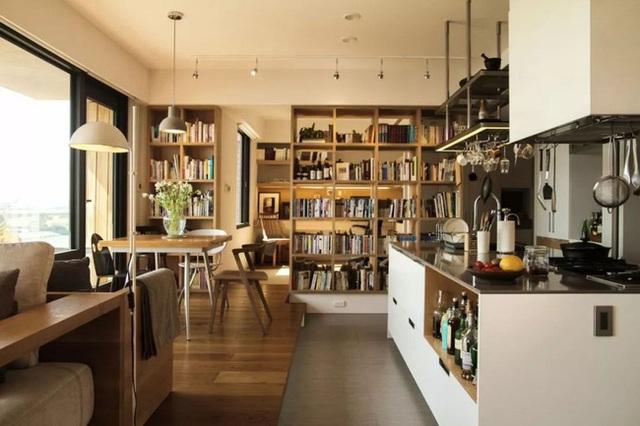 Căn hộ ấn tượng với hàng trăm loại gia vị và hàng ngàn cuốn sách của người phụ nữ đam mê nấu nướng - Ảnh 2.