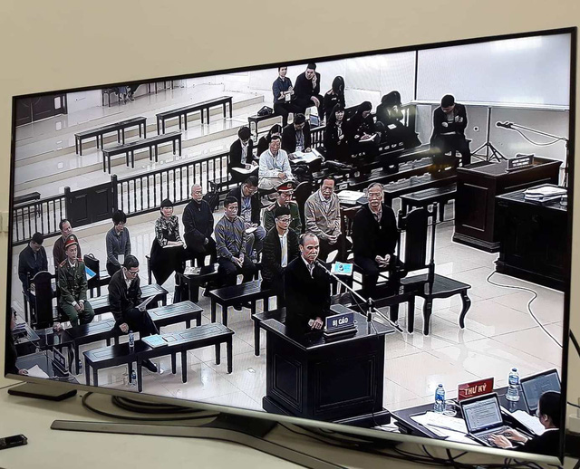 """Thẩm phán ngắt lời vị đại diện MobiFone vì cho rằng tòa không phải nơi để """"báo cáo thành tích"""" - Ảnh 2."""