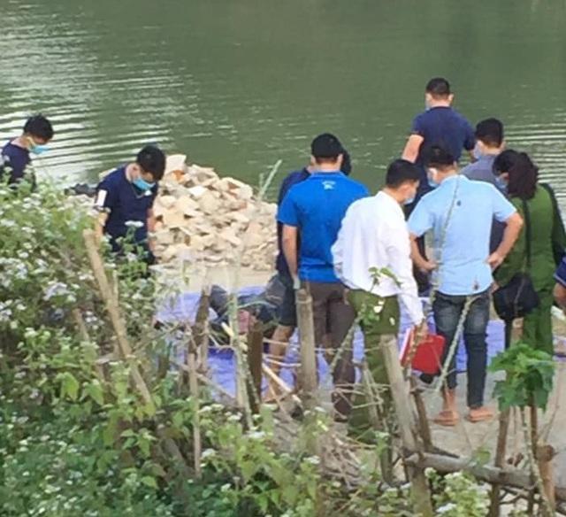 Hòa Bình: Người dân tá hỏa phát hiện thi thể người đàn ông đang phân hủy dưới suối - Ảnh 1.