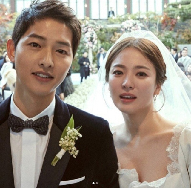 Song Hye Kyo đeo lại nhẫn cưới? - Ảnh 2.