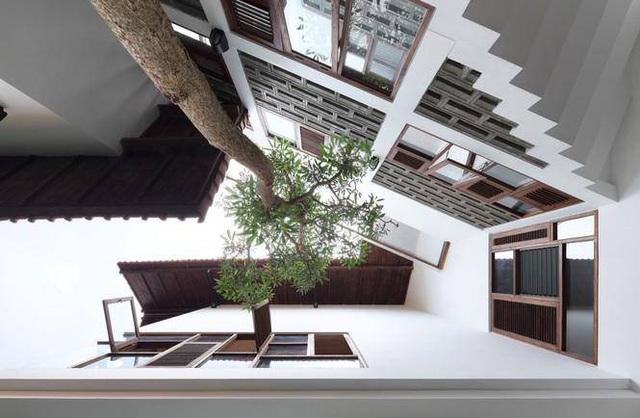 Ngôi nhà có mái kỳ lạ như sắp sập tuy nhiên lại gây nghiện khi bước vào trong - Ảnh 2.