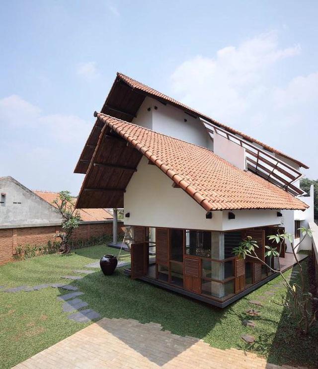 Ngôi nhà có mái kỳ lạ như sắp sập tuy nhiên lại gây nghiện khi bước vào trong - Ảnh 9.