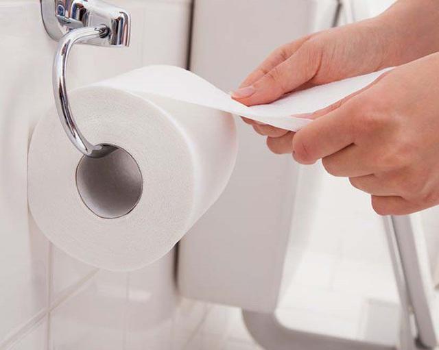Rước họa vào thân vì sai lầm khi sử dụng toilet - Ảnh 1.