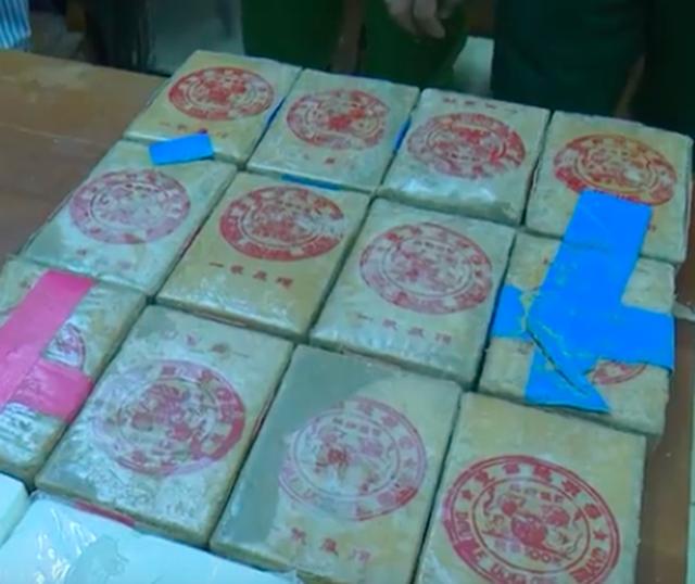 Hàng chục bánh heroin có chữ Trung Quốc trôi dạt vào biển: Dân nhặt được tưởng... bánh kẹo - Ảnh 3.