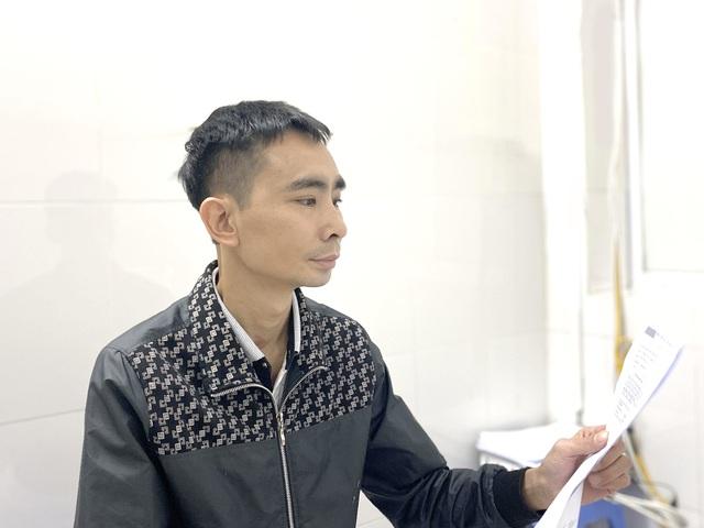 Lý do đặc biệt đằng sau niềm hạnh phúc bình dị của người đàn ông ở Hà Nội lần đầu được chở con đi học - Ảnh 1.