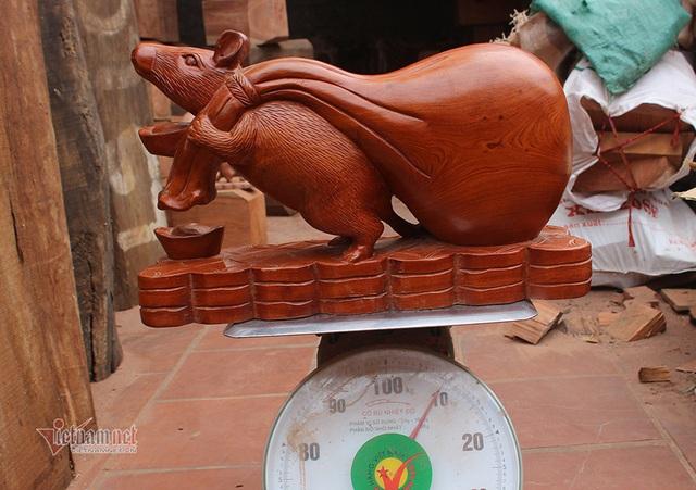 Tròn mắt thấy con chuột khổng lồ bóng loáng, nặng 10kg - Ảnh 1.