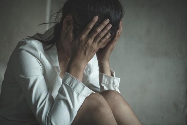 Bị gã đàn ông cưỡng bức, cô gái tổn thương thể chất lẫn tinh thần nhưng thừa nhận nhờ đó mà bản thân được cứu sống - Ảnh 1.