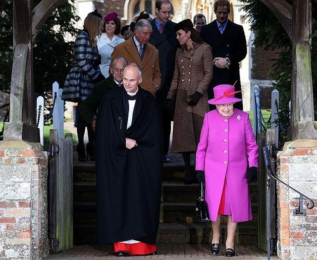 Thái tử Charles định thu gọn hoàng gia sau bê bối của Andrew - Ảnh 2.