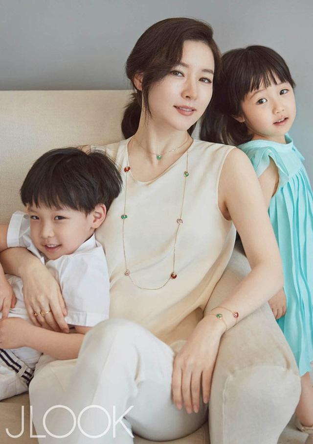 Nàng Dae Jang Geum Lee Young Ae chia sẻ khoảnh khắc hiếm hoi của quý tử tại trường học - Ảnh 2.