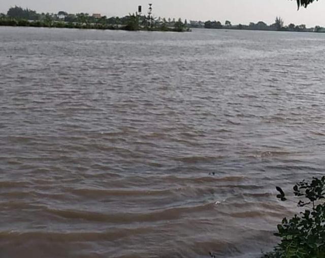 Hải Phòng: Tiếp tục tìm kiếm tung tích các nạn nhân vụ chìm tàu gạch trên sông Văn Úc - Ảnh 1.