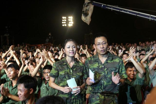 Chùm ảnh MC Lại Văn Sâm và MC Hoàng Linh có 13 năm đẹp đẽ cùng chuong trình Chúng tôi là chiến sĩ - Ảnh 3.