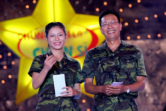 Chùm ảnh MC Lại Văn Sâm và MC Hoàng Linh có 13 năm đẹp đẽ cùng chuong trình Chúng tôi là chiến sĩ - Ảnh 4.