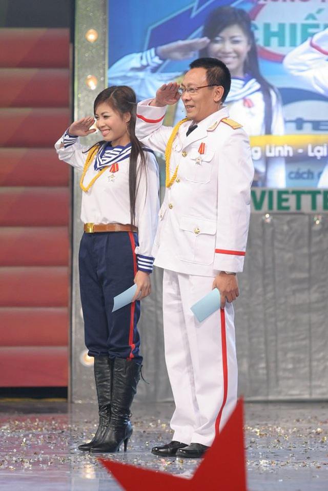 Chùm ảnh MC Lại Văn Sâm và MC Hoàng Linh có 13 năm đẹp đẽ cùng chuong trình Chúng tôi là chiến sĩ - Ảnh 9.