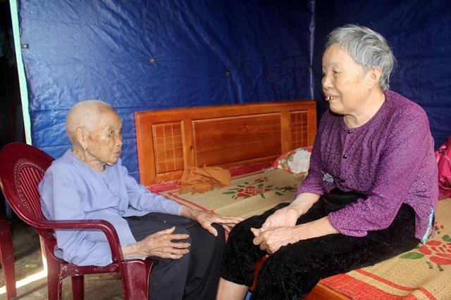 Ám ảnh câu nói của người đàn bà bệnh tật nuôi chị gái liệt giường và mẹ già gần trăm tuổi - Ảnh 8.