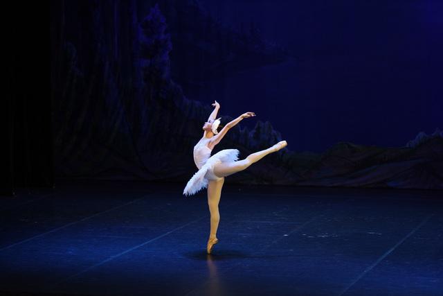 Cơ hội thưởng thức vở ballet hồ thiên nga giữa hồ thiên nga Ecopark - Ảnh 3.