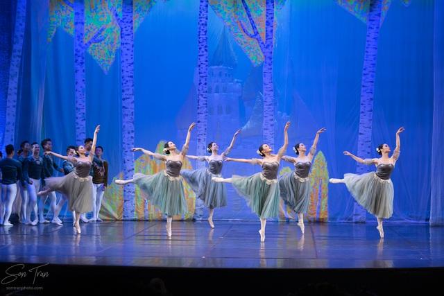 Cơ hội thưởng thức vở ballet hồ thiên nga giữa hồ thiên nga Ecopark - Ảnh 2.