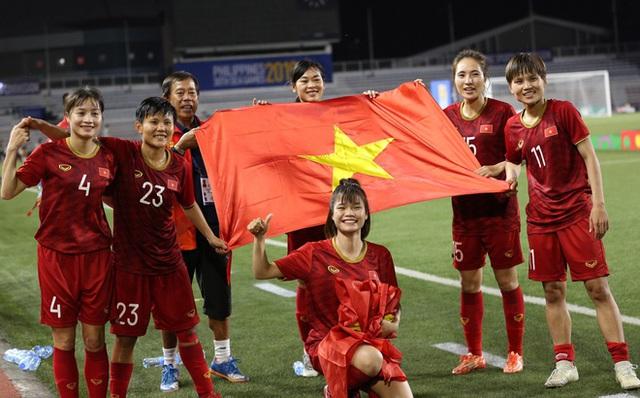 Vì sao số tiền thưởng kỷ lục 22 tỉ đồng chưa thể đến tay đội tuyển bóng đá nữ Việt Nam? - Ảnh 3.
