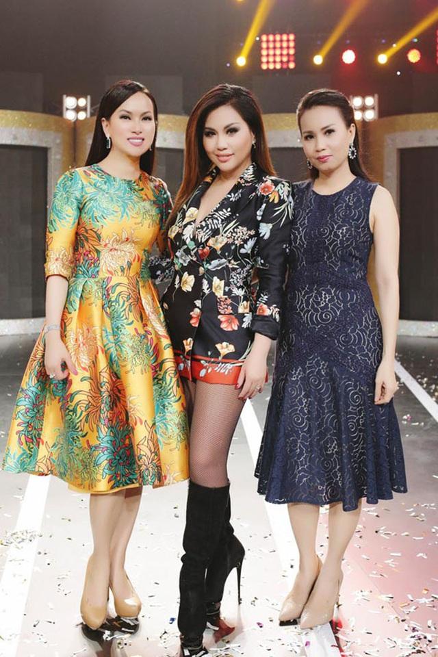 Sau gần 20 năm làm vợ tỷ phú gốc Việt giàu nhất ở Mỹ, ca sĩ Hà Phương giờ ra sao? - Ảnh 8.