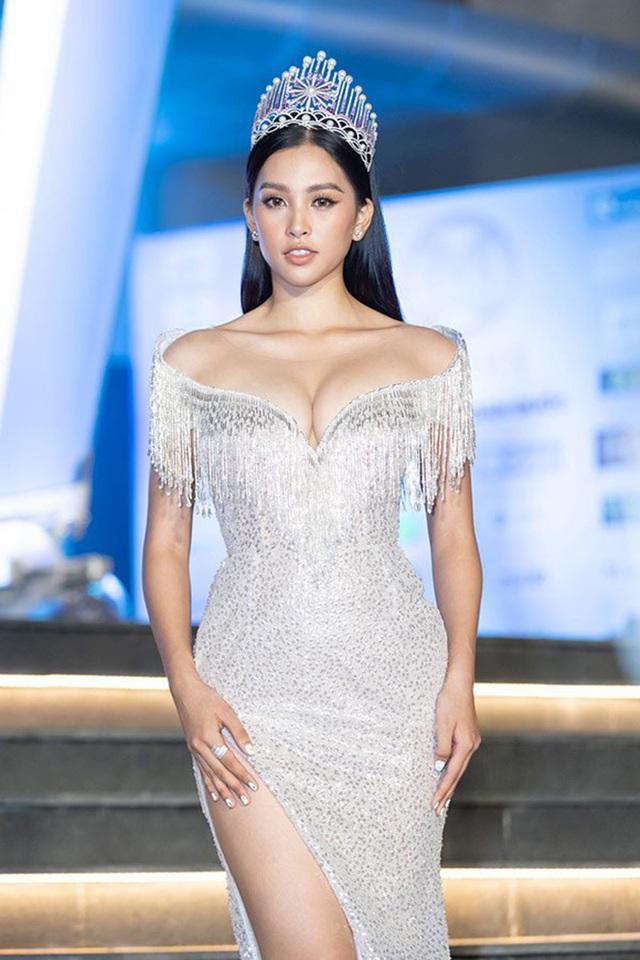 Hoa hậu Trần Tiểu Vy bất ngờ khoe ảnh bikini đầy nóng bỏng - Ảnh 7.