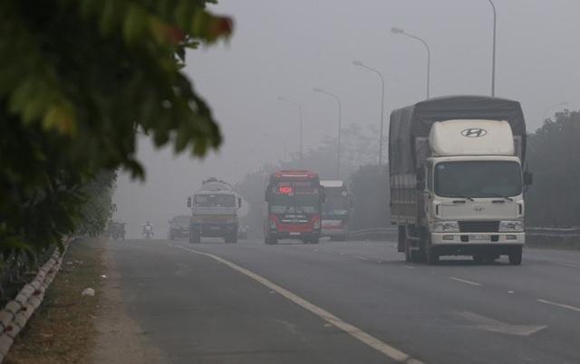 Hà Nội: Sương mù bao phủ dày đặc, các tòa nhà cao tầng bất ngờ biến mất - Ảnh 11.